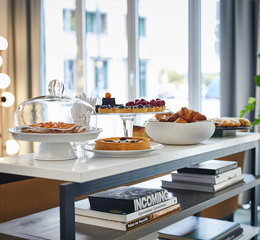 Classik hotel collection alexander plaza lobby beverage cake tea time detail web