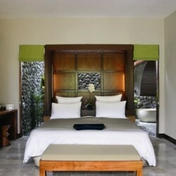 Alilaubud rooms deluxeroom bedroom 1